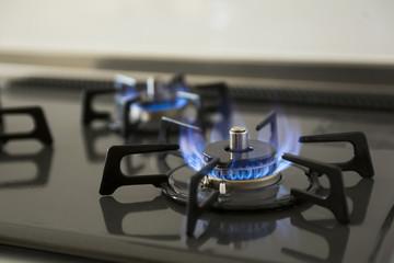 新居でガスの使用を開始するためには必ずガス会社の係員の立会いが必要