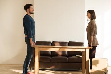 テーブルの移動は自分の目でチェックしておかないと引越し後のトラブルにつながります。
