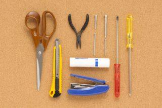 引越し当日に用意しておきたいもののひとつが、カッターやハサミ、工具セットなどです