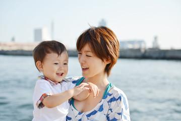 母子の写真│母子家庭が受けられる「医療費助成制度」とは?