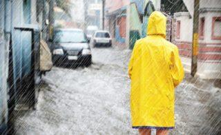 「台風・暴風雨」の防犯対策
